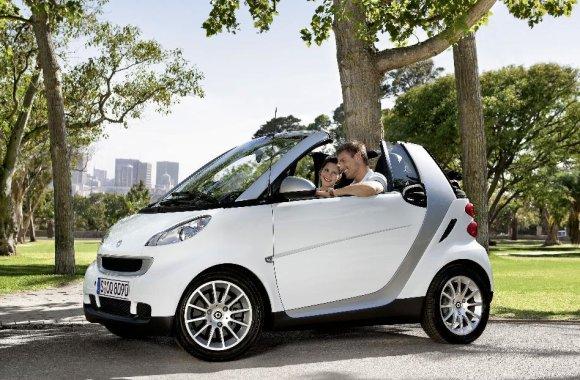 white-smart-fortwo-cabrio